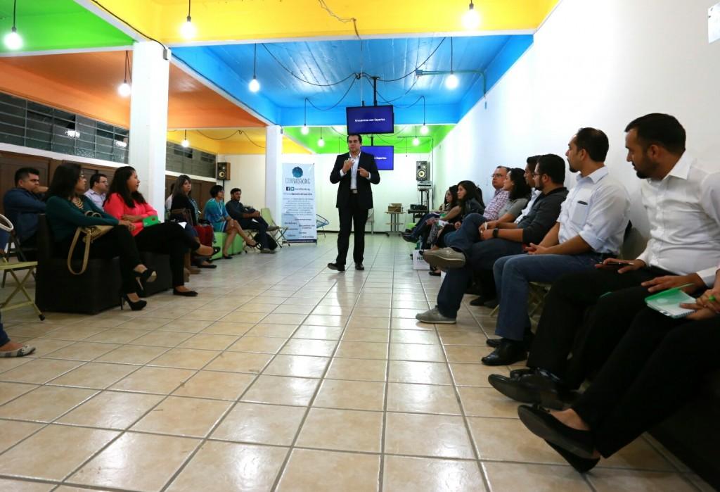 Juan Pablo de León Murillo fue el protagonista del primer encuentro organizado por ComWorking.